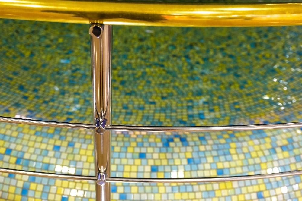מעקה זכוכית לבריכה
