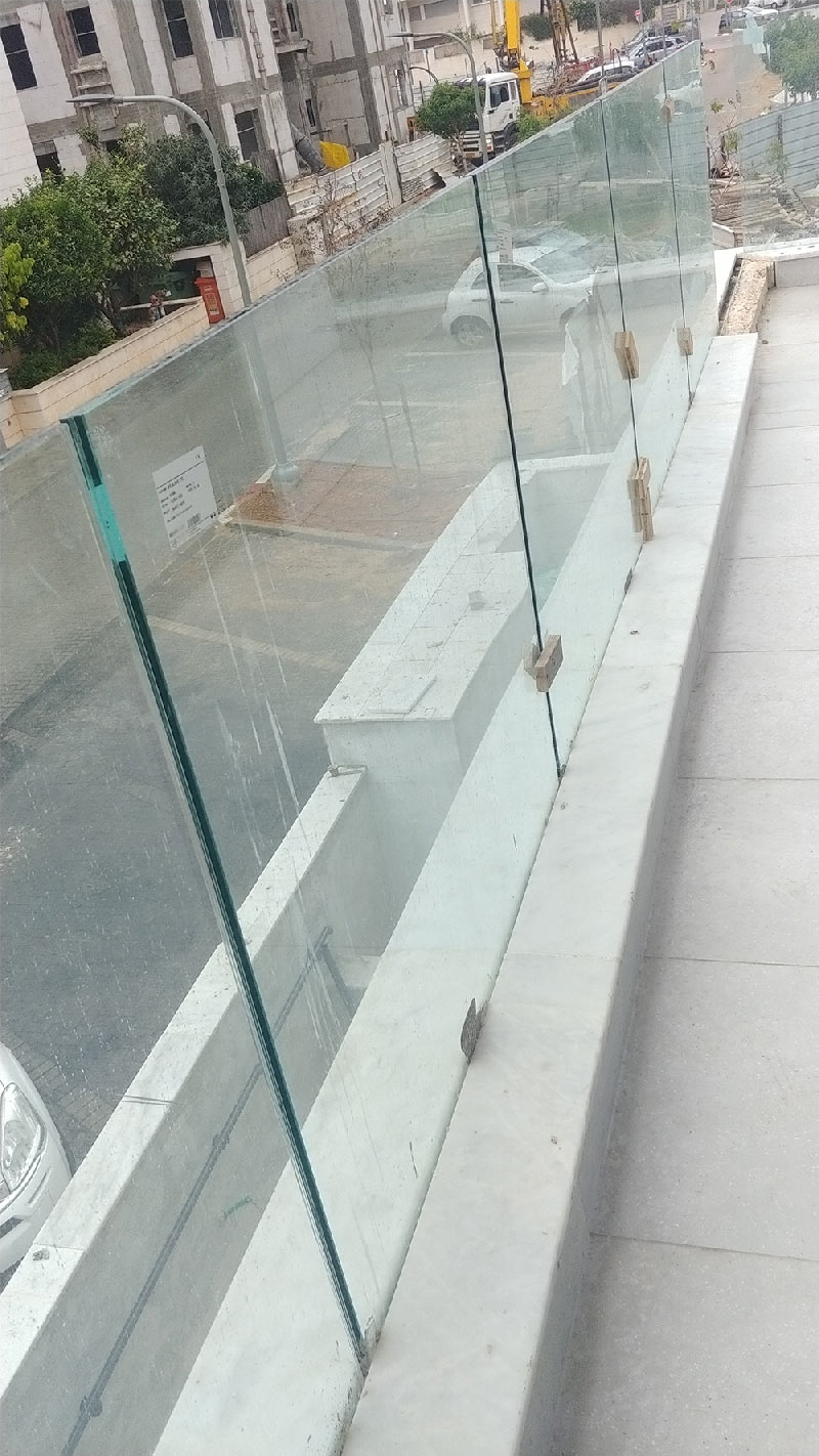 מעקה שתול במרפסות
